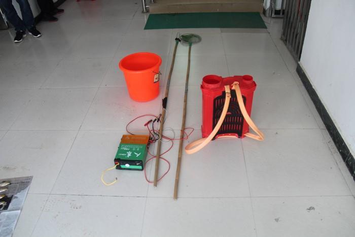 涉案电捕鱼器