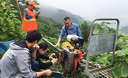 涪陵区:市农机鉴定站到涪指导果园轨道运输机质量调查工作