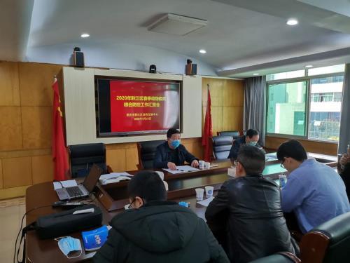 指导组听取黔江区畜牧发展中心工作汇报